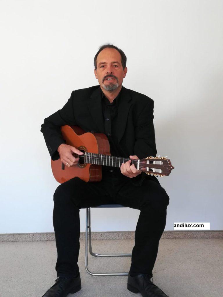 Andi Lux Stimmungsvoller Sänger und Gitarre für Trauerfeier und Beerdigung