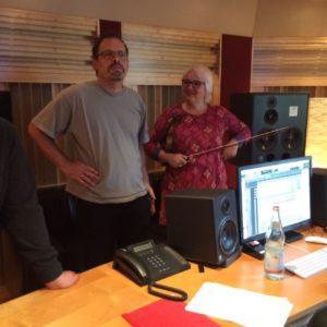 Staunender Andi Lux im Studio mit Ingrid